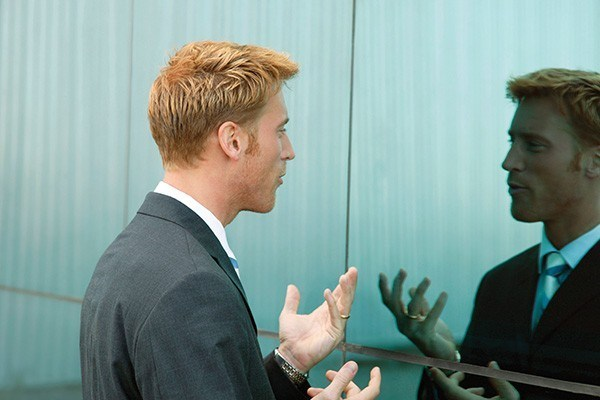 talking infront of a mirror - How To Improve English Fluency